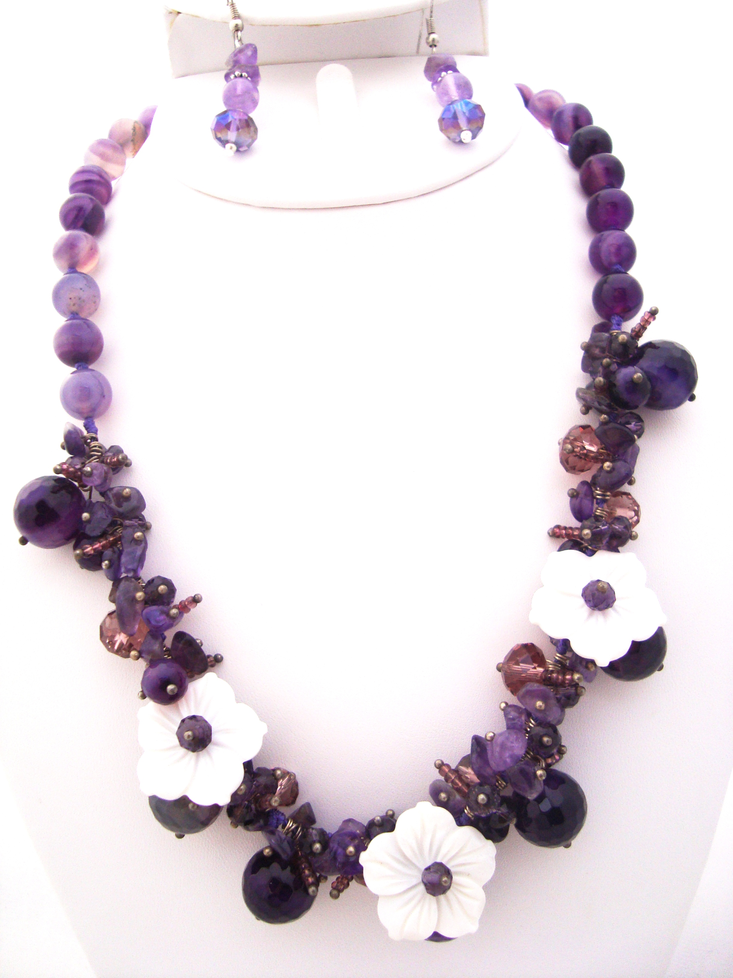 Amethyst Gemstone with Mother or Pearl Flower Necklace Set