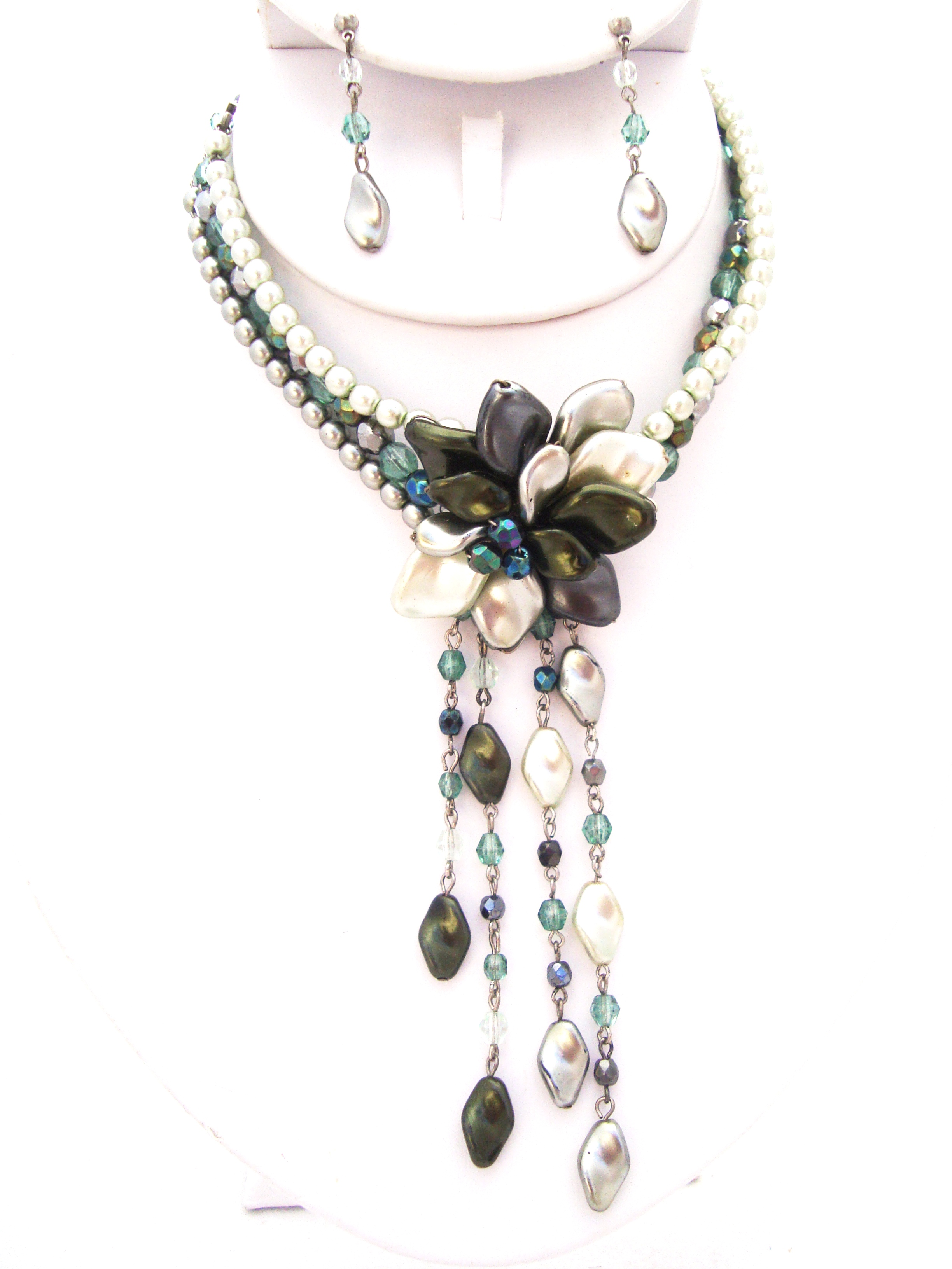 Multi-Strand Green Pearl Flower Necklace